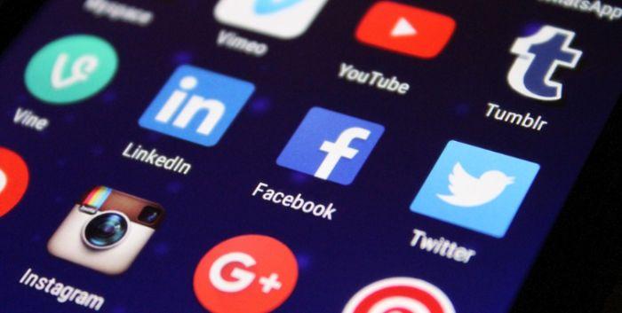 Mobilní aplikace Facebook pro Android a iOS