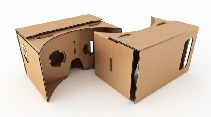 Headset pro virtiální realitu z krabice